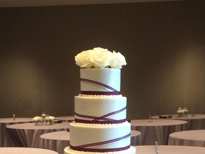 Tmx 1533755930 80cc4cdbf9373c33 1533755925 0b7812dba9b08a98 1533755913415 10 IMG 0631 Fishers wedding cake