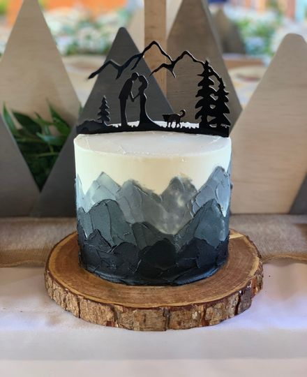 Palette mountains cutting cake