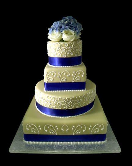 This cake had layers of Vanilla Butterscotch (an original Eiland Cakes flavor), tiramisu, princess...
