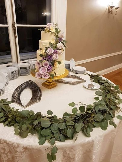 I love this cake table!