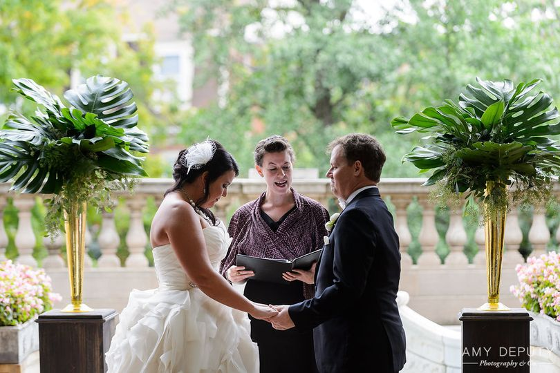 Officiating the ceremony | Amy Deputy Photography