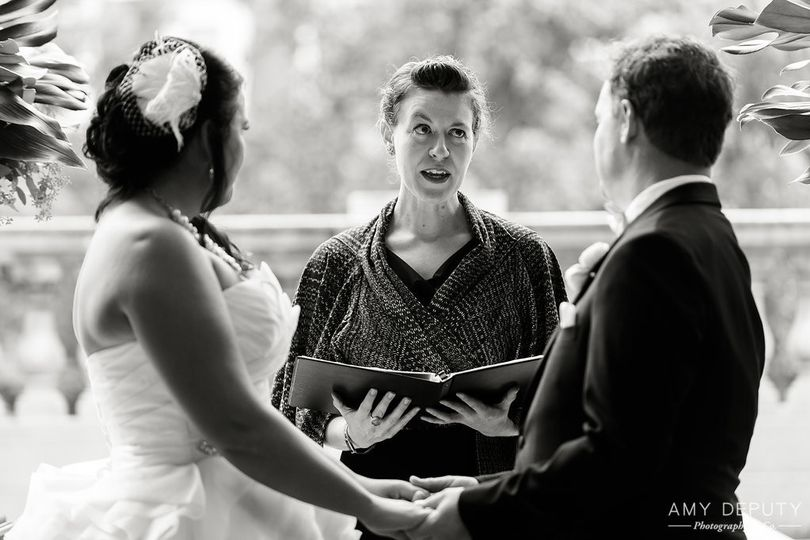 Officiant of the ceremony | Amy Deputy Photography