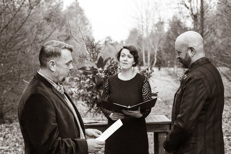 Wedding ceremony officiant | Lauren Kinsey Photography