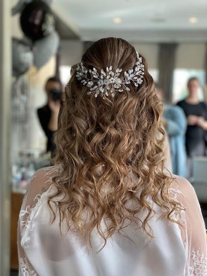 Loose curls with headpiece