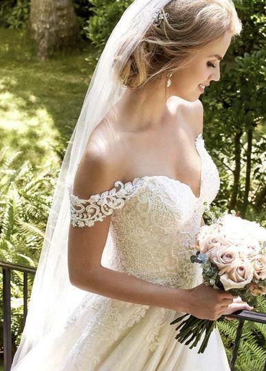 bride in gardens 51 1022511