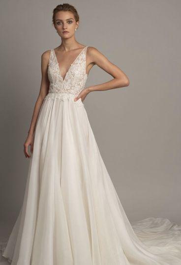 bride pose in studio 51 1022511