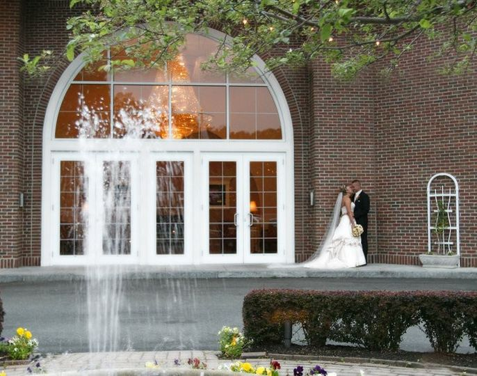 An intimate kiss by the fountain
