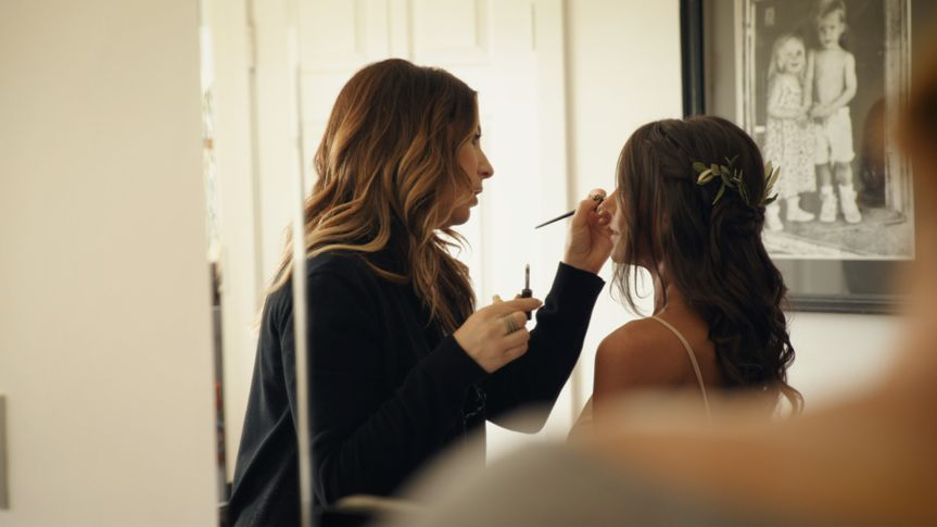 800x800 1491594676007 bride getting ready.00024114.still018