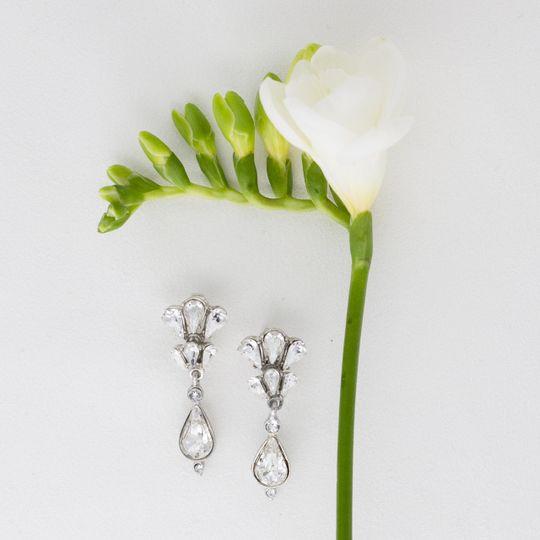 Floral deco teardrop earrings
