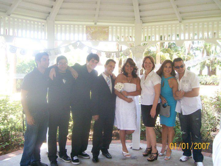 Gladys & Oscar group photo
