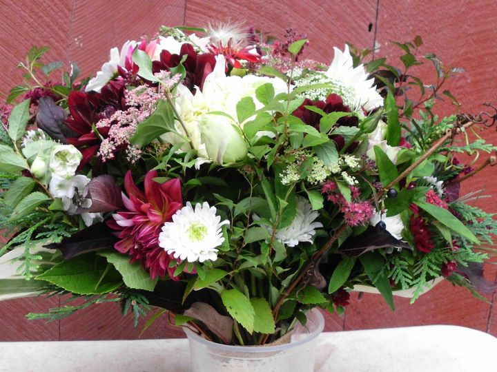 Tmx 85d4fa4cd0cb671fcaf2ff3b850f559c 51 659611 East Thetford wedding florist