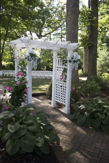 Arbor into ceremony