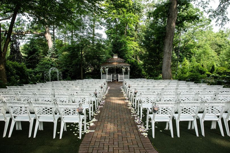Ceremony under the trees