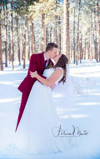 Wedding in the snow - Felicia Marie Photography