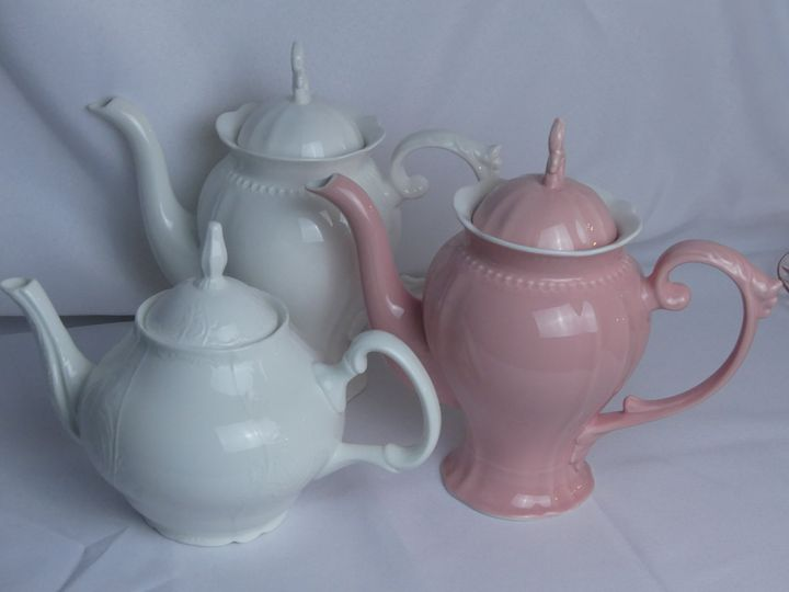 Porcelain tea pots