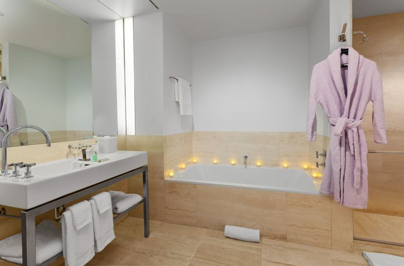 Deluxe & Suite Category Bath