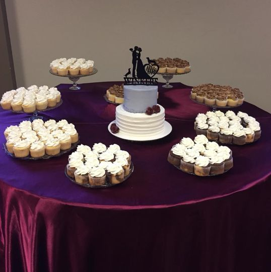 Cupcake display with small cake
