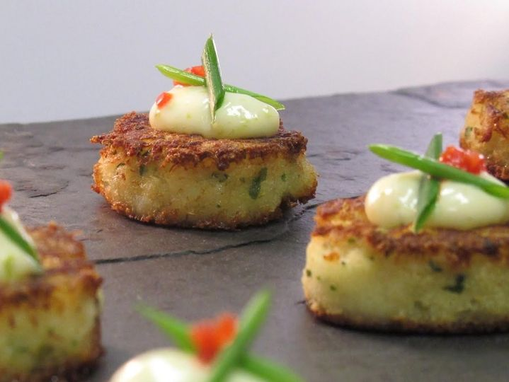 Maryland crab cakes with lime aioli