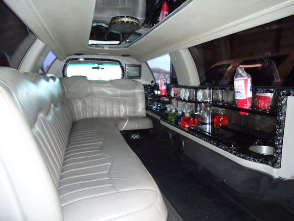 Tmx 1422637796275 Budgetlimo 10 Pass 01 Akron, OH wedding transportation