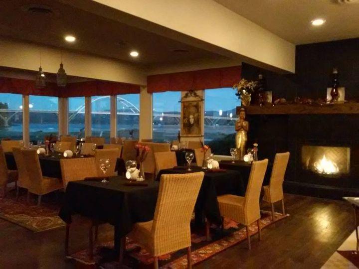 restaurant evening 51 1068911 1559168722