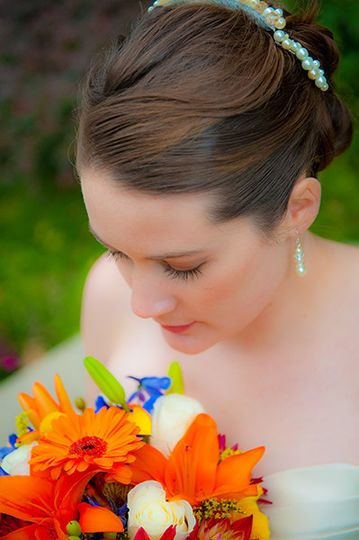 bride with orange and blue flowers bouque