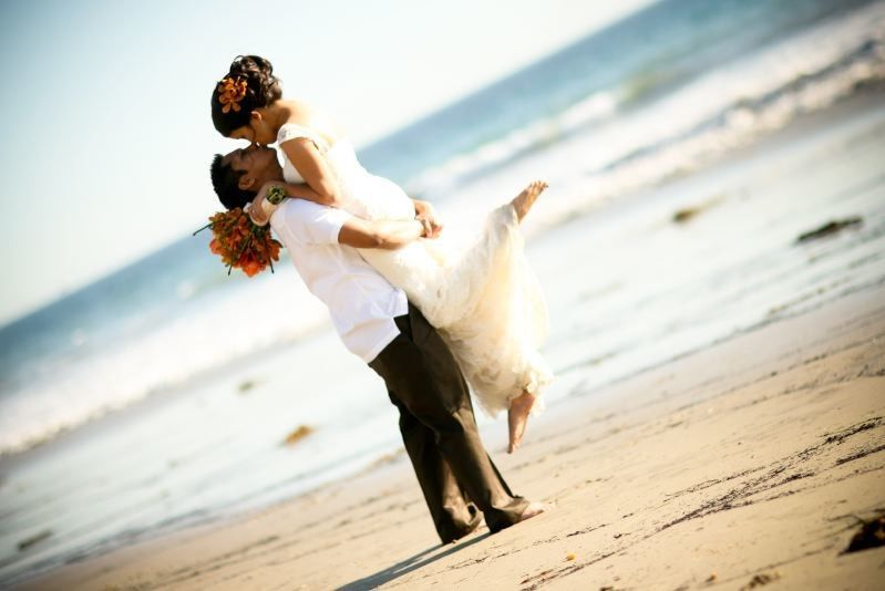 cdd4d829edec1c92 1494346885613 beach couple