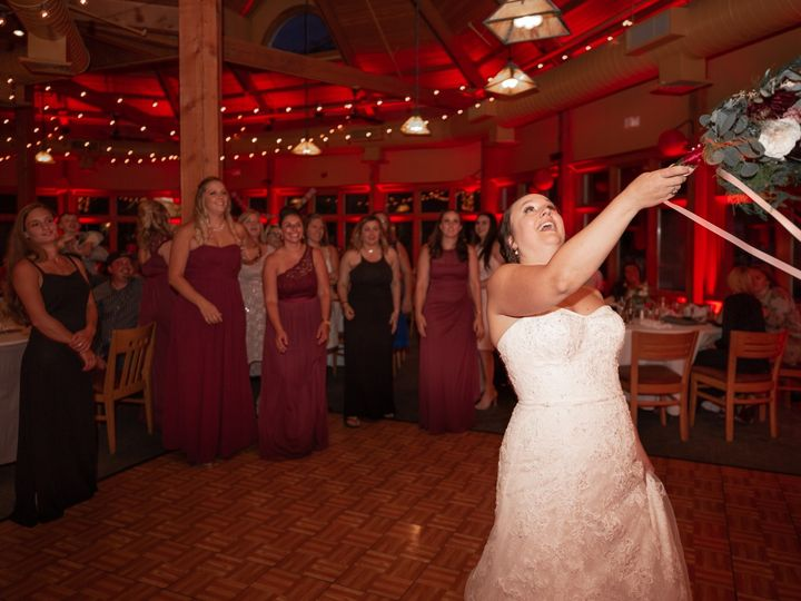 Tmx Bride Throwing Flowers 51 1899911 158499769998925 Portland, ME wedding photography