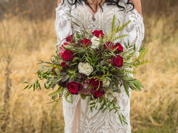 Tmx Carissa Todd Wed 200 1 51 770021 158342877236649 Dubuque, IA wedding florist