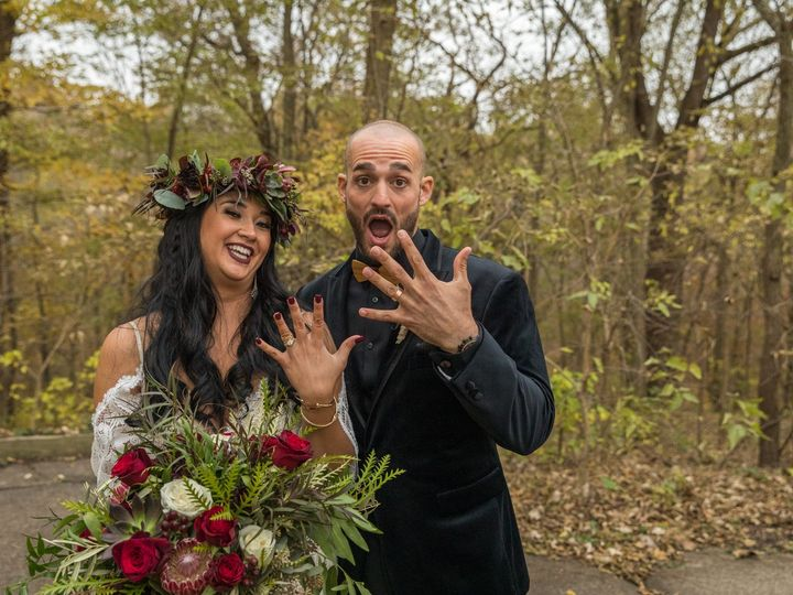 Tmx Carissa Todd Wed 464 1 51 770021 158342877881236 Dubuque, IA wedding florist