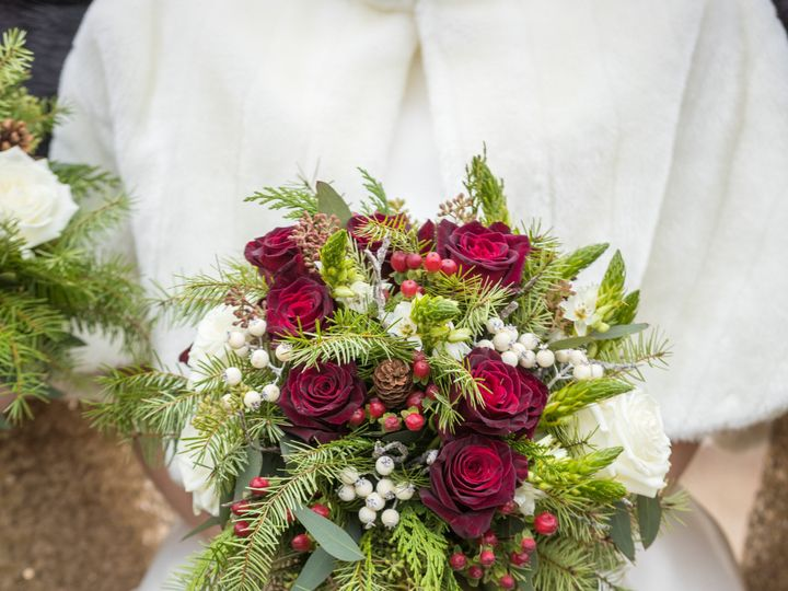 Tmx Emily Ethan Wed 300 51 770021 158342878537985 Dubuque, IA wedding florist