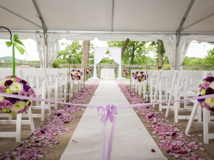 Tmx Kristin Bryan Wed 238 51 770021 158342866084769 Dubuque, IA wedding florist