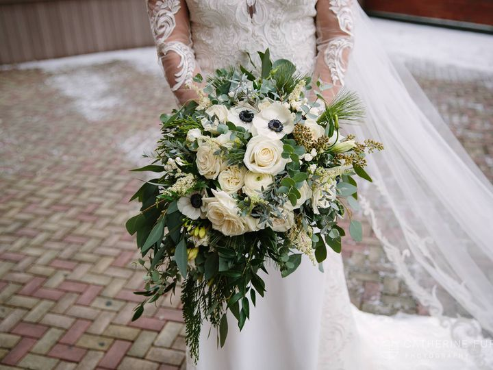 Tmx Shelby 2 51 770021 158342908870975 Dubuque, IA wedding florist