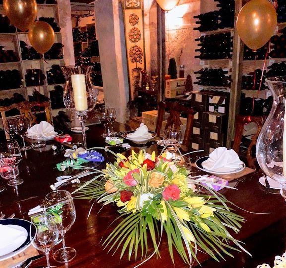 Tropical table arrangement
