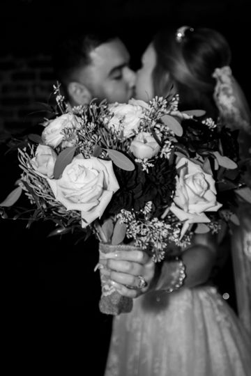 Bouquet  and ring photos