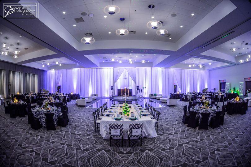 Radisson blu chicago wedding cost mini bridal for Wedding dresses mall of america