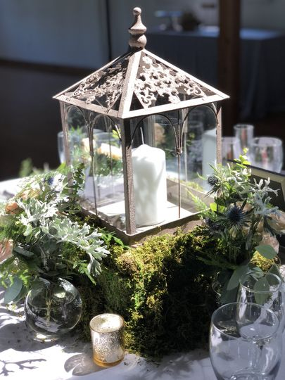 Candle lantern centerpiece