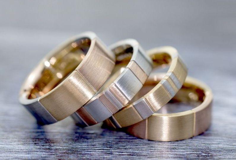 Mens's wedding rings