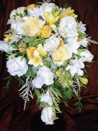 White & yellow roses in tear drop bridal bouquet by Loeffler's Flowers