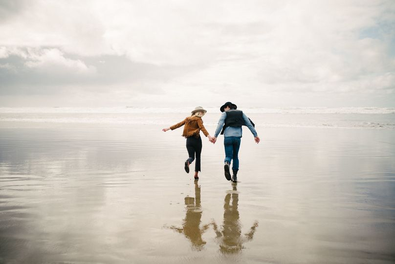 Engagement session at Cannon Beach, in Oregon.