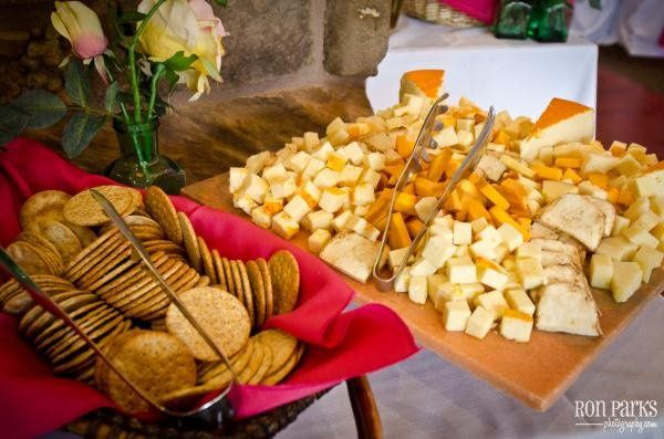 Choose from cheese and fruit displays or delicious appetizers for pre-dinner nosh.