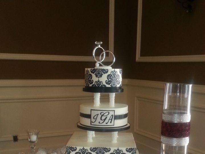 Tmx 1460490261442 15 1 768x1024 Irvine wedding cake