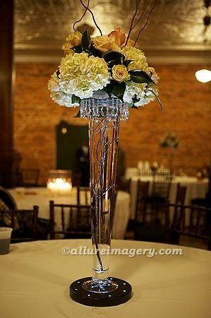 This dramatic centerpiece was published in the Spring '08 issue of the Knot magazine.  The...