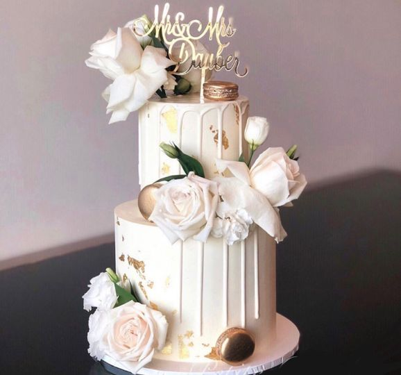 Decorative drip and gold with white roses