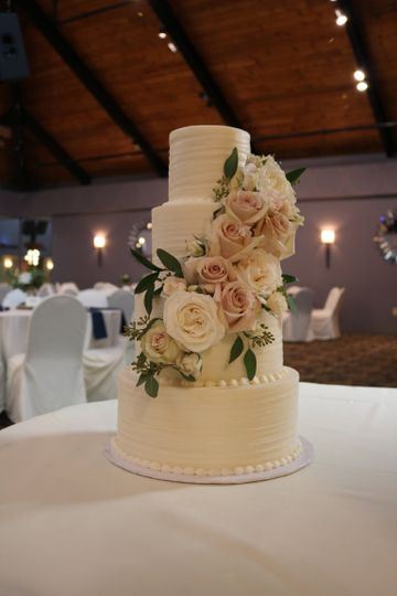 4 Tier Wedding Cake with Roses