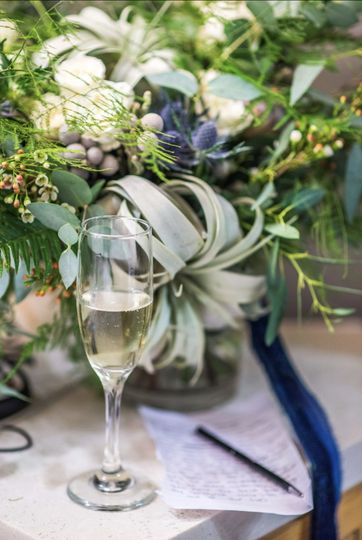 Champagne & Vows