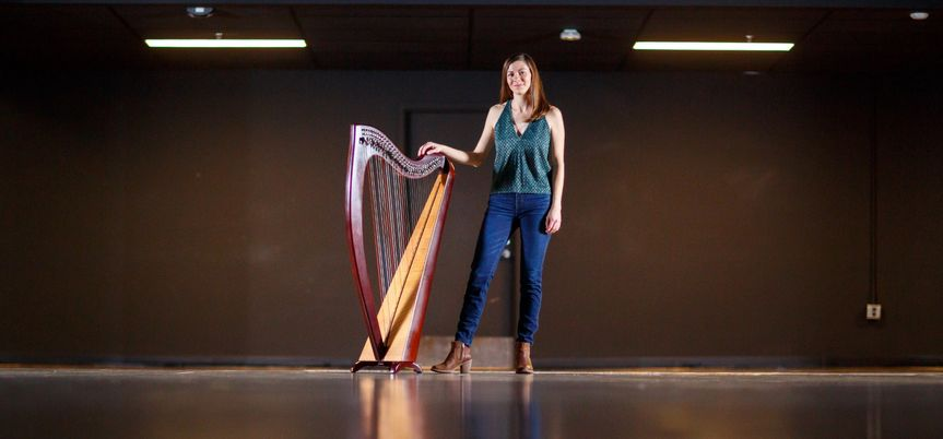Irish harpist