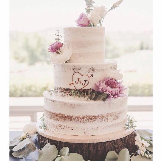 one divine cake wedding cake auburn ca weddingwire. Black Bedroom Furniture Sets. Home Design Ideas