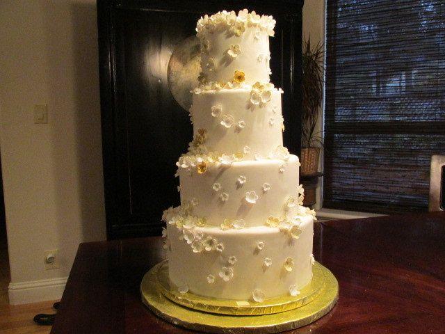 Tmx 1437932130260 Tinygoldwhiteflowers Auburn, CA wedding cake