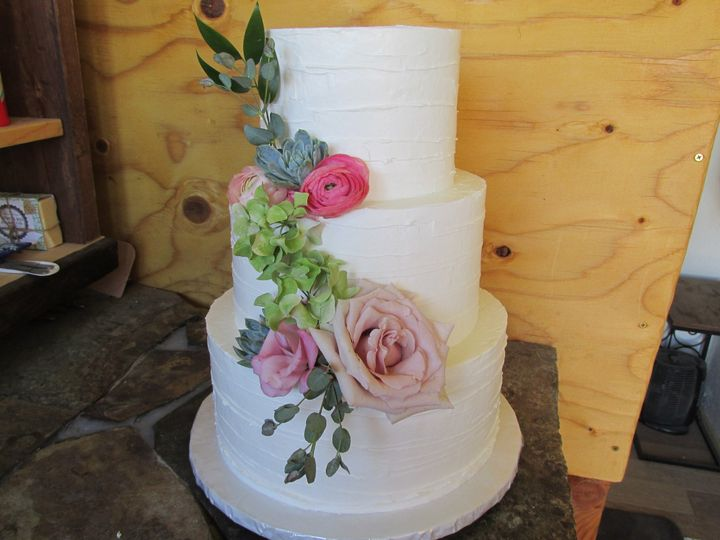 Tmx 1477811829661 Buttercream Lines Auburn, CA wedding cake
