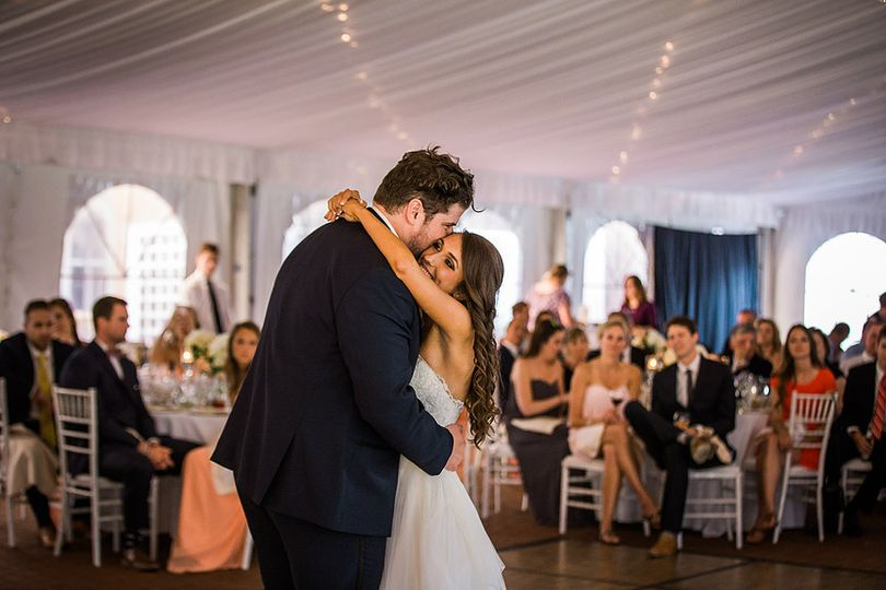 Embrace on the dance floor - Asteria Photography